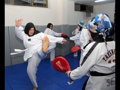 Anneler ve Kızları Birlikte Spor Yapıyorlar