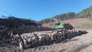 Download Video Johndeere 2154D with a Waratah 622b MP3 3GP MP4