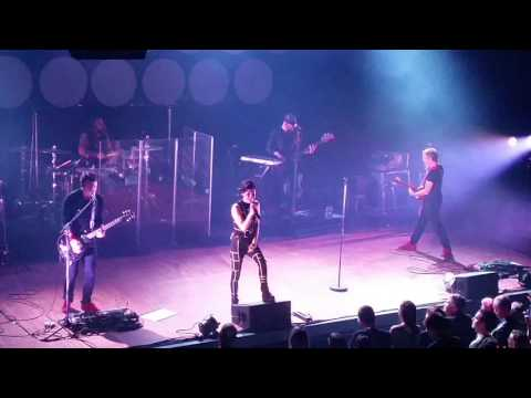 SUPERBUS - Radio Song (Live in Toulouse 2016)