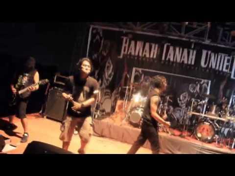 Burgerkill feat Fino KILLERBEE - Atur Aku at Bawah Tanah United Fest 2014