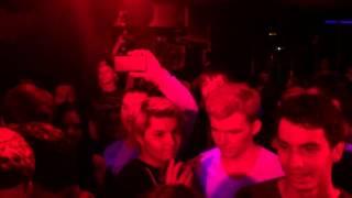 Скачать 2rbina 2rista Флешмоб с презирвативами Клуб Garage 24 04 2016