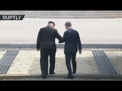 Moon Jae-in & Kim Jong Un arrive at border village for histo
