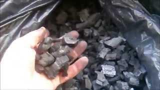 Изготовление древесного угля в домашних условиях, сравнение угля(Предлагаю к вашему вниманию видео про то, каким способом можно изготовить древесный уголь в домашних услов..., 2015-06-28T20:19:46.000Z)