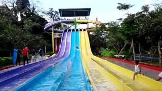Terjun bebas waterboom Sangkan Aqua Park Kuningan Jawa Barat.