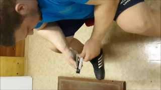 Кирилл Сарычев тренируется с эспандерами