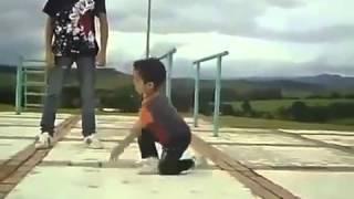 Дети забавно танцуют  весело и прикольно смотреть такие видео(Самые смешные курьезы, приколи, и глупости которые могут случится с людьми, животными ,смотрите на нашем..., 2015-05-01T08:27:15.000Z)