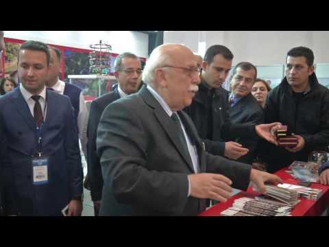 Bakan Avcı Travel Turkey İzmir Fuar ve Kongresi açılış töreninde Eskişehir Standını Gezdi