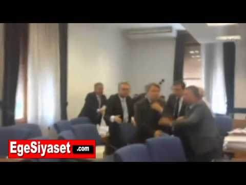 Meclis'te CHP'li Özgür Özel ile AK Partili İlknur Denizli Arasında Kavga