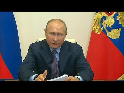 Владимир Путин провел совещание о ситуации в легкой промышленности.
