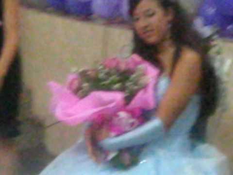 Ester 15 anos --- Troca da Boneca pelo buquê de rosas