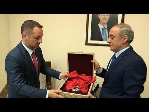 مستبقاً التلويح بسحبه، الأسد يرد وسام جوقة الشرف إلى فرنسا  - نشر قبل 12 ساعة