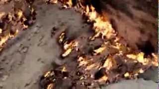 Пустыня Каракум, Ворота в АД горит природный газ