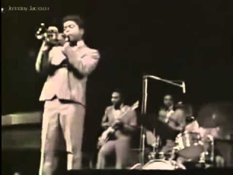 Instrumental Intro -- James Brown and the Famous Flames at the Olympia