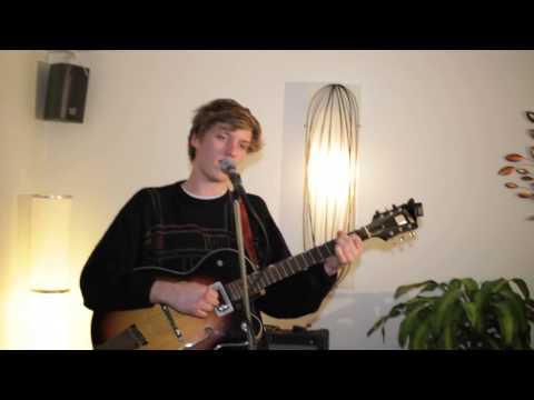 George Ezra - Breakaway (solo) live in Café del Mondo - Derry 2013