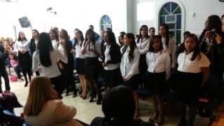 Mocidade e Adolescentes cantando O Grito