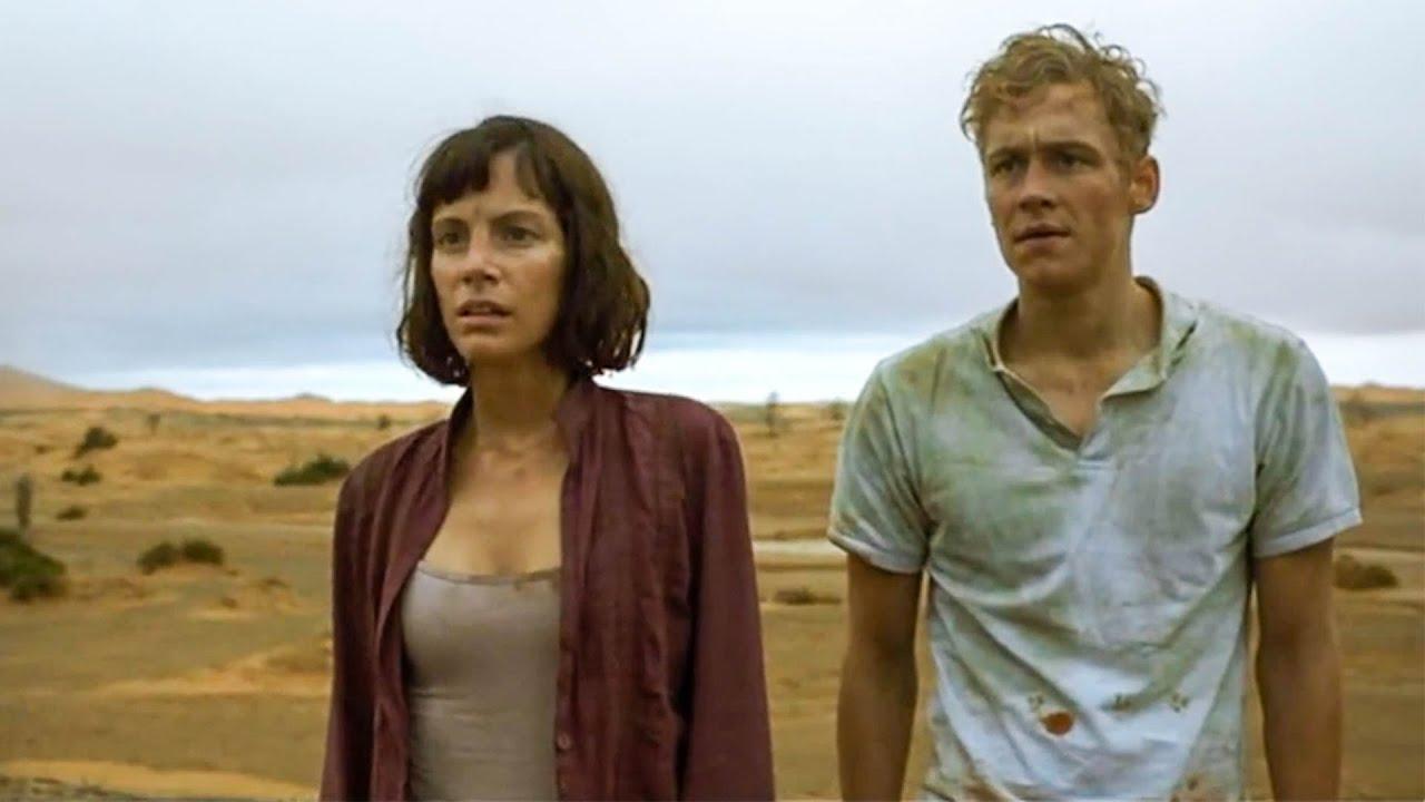 【穷电影】小情侣被困荒漠,爬上沙丘寻找出路,反而看到了毛骨悚然的一幕