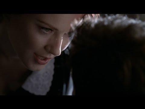 American Horror Story - Moira (Red Lips)