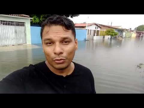 Chuva alaga rua e água invade casas na Zona Norte de Natal