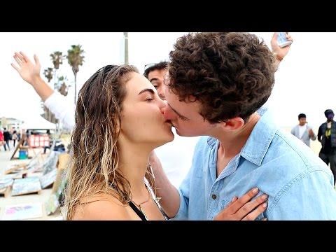 Learn A Simple Magic Trick To Get A Kiss!!! | Daniel Fernandez & Fan Magic