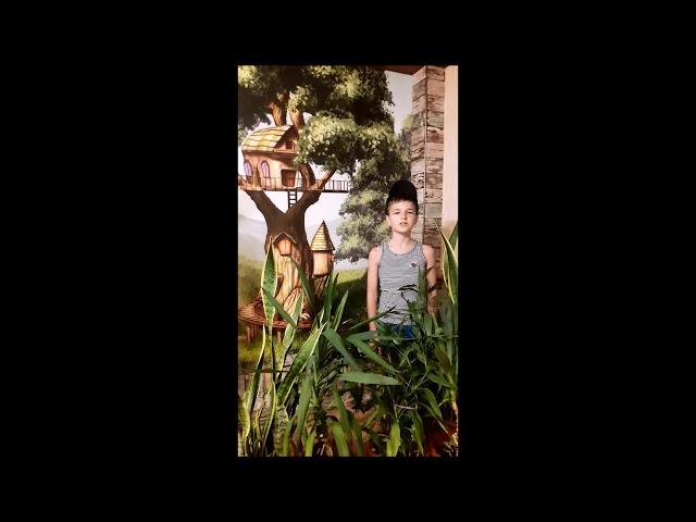 Изображение предпросмотра прочтения – ПавелХлебушкин читает произведение «Лето по лесу ходило» (Гурина Ирина)