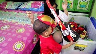 Superhero Iron Man Bersihin Kamar Bekas Mainan Yang Berantakan !