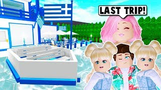 I TOOK MY FAMILY ON OUR LAST SUMMER VACATION TO GREECE ON BLOXBURG! (Roblox)