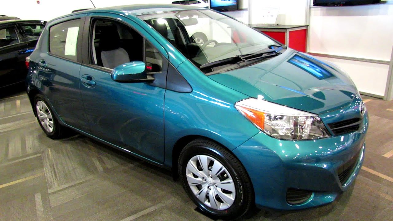 2013 toyota yaris hatchback le exterior and interior walkaround 2013 ottawa auto show youtube. Black Bedroom Furniture Sets. Home Design Ideas