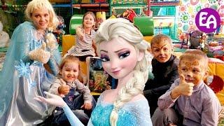 Elsa frozen и bad baby Эльза Холодное сердце отправляет bad baby в Волшебную страну холодное cердце