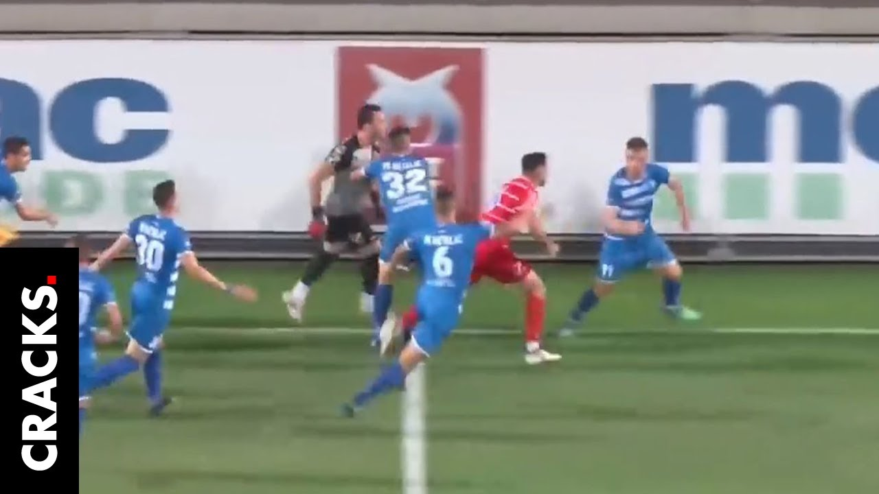 Anotó un gol sin respetar el fair play y debió huir de una paliza