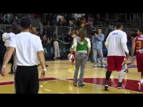 Zachary Levi At The 2011 NBA All-Star Celebrity Game