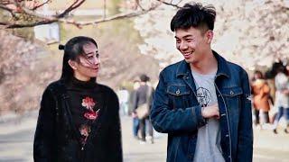 中国小伙街头请女生帮忙拧瓶盖,姑娘们一脸不可置信!(趣味社会实验)