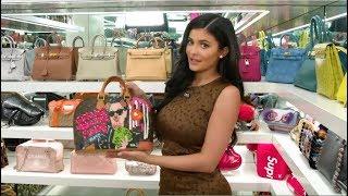 Kylie Jenner vous faite visiter son dressing... de sacs à main...