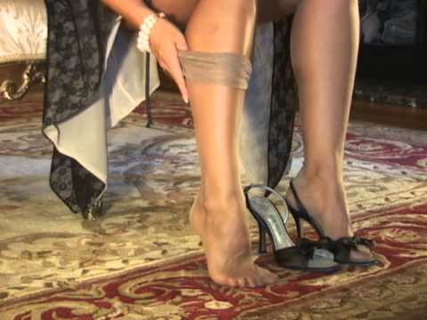 How to Put on Fully Fashioned Stockings