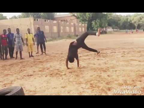 Download Omar Bboy - Etran'S cr3w _ - Niger dance (jeune de Niamey)