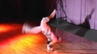 山口県を代表するブレイクダンスチーム『電光石火』の映像です。 This m...