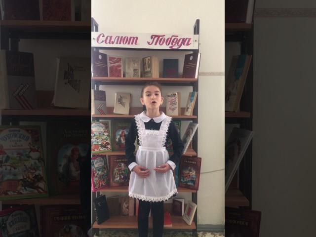 Изображение предпросмотра прочтения – АлинаБженикова читает произведение «9 мая» ПетраАлексеевичаСинявского
