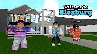 BLOXBURG FAN HOUSE TOUR ( RAESUPERSTAR082 ) ROBLOX | FAMBAM GAMING