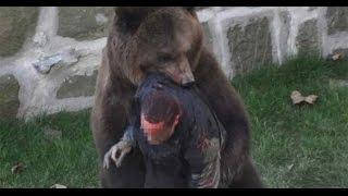 Шокирующие видео//Нападение медведя на людей!!!