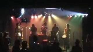 KND擁するシムーンのライブはヘニルコーツのベース小西とエコーマウテン...
