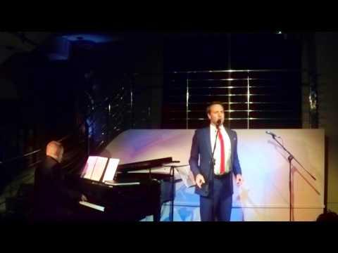 Daniel Koek sings