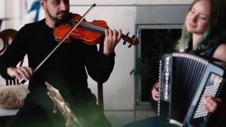 Violinista refugiado toca para comunidade canadense