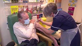 """一个新开端"""": 英国开启大规模新冠疫苗接种 - YouTube"""