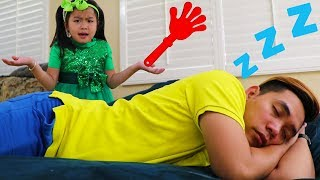 Jannie Pretend Play Wake Up Uncle for Piano Performance & Sings Baby Songs for Kids thumbnail