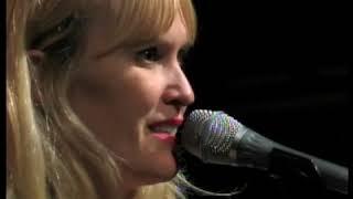 Melanie Penn sings