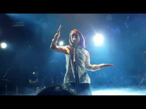 Mitski - Washing Machine Heart live performance (Amsterdam)