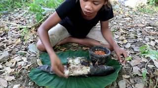 Survival skills: Amazing girl catch big fish by hand for food - Cook big fish eating delicious #36