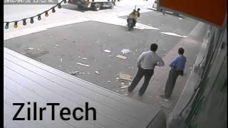 فيديو.. سطو مسلح في وضح النهار بالرياض