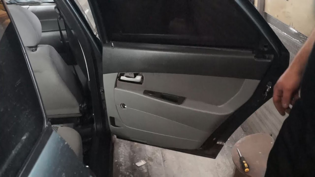 Лада Приора шумоизоляция дверей и багажника #ГаражнаяЖизнь