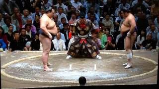 Ozeki Kisenosato tries to bounce back from his Day One loss with a ...