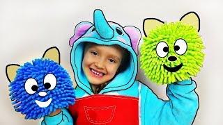 Bebé ayuda a Papá | Niños fingir jugar con juguetes de la limpieza | Divertido video de Mi Mi Kids